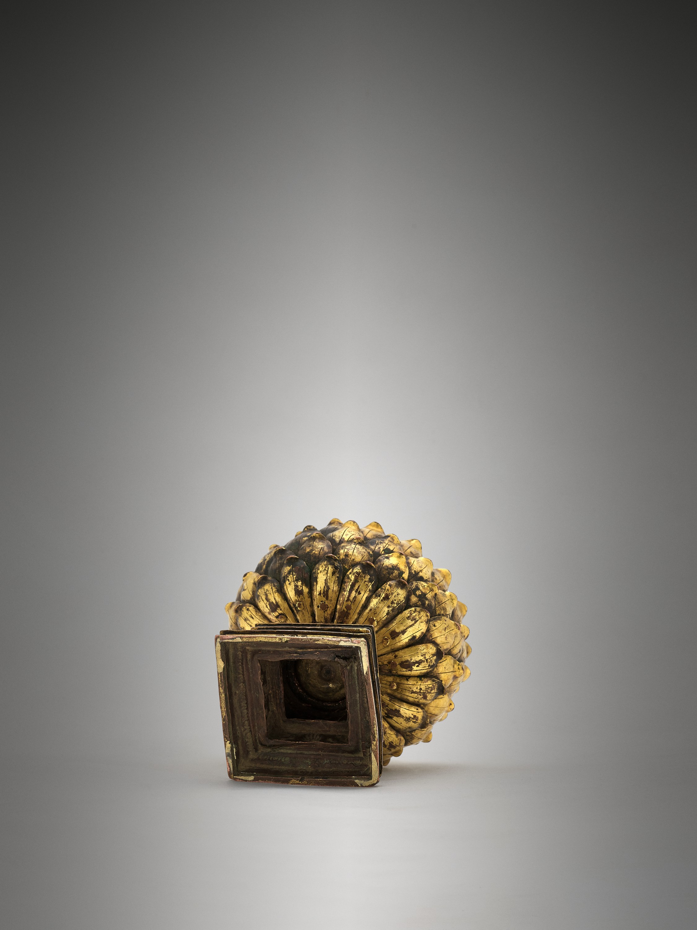 A ROCK CRYSTAL SPHERE WITH A GILT BRONZE LOTUS BASE, QING DYNASTY - Image 8 of 11