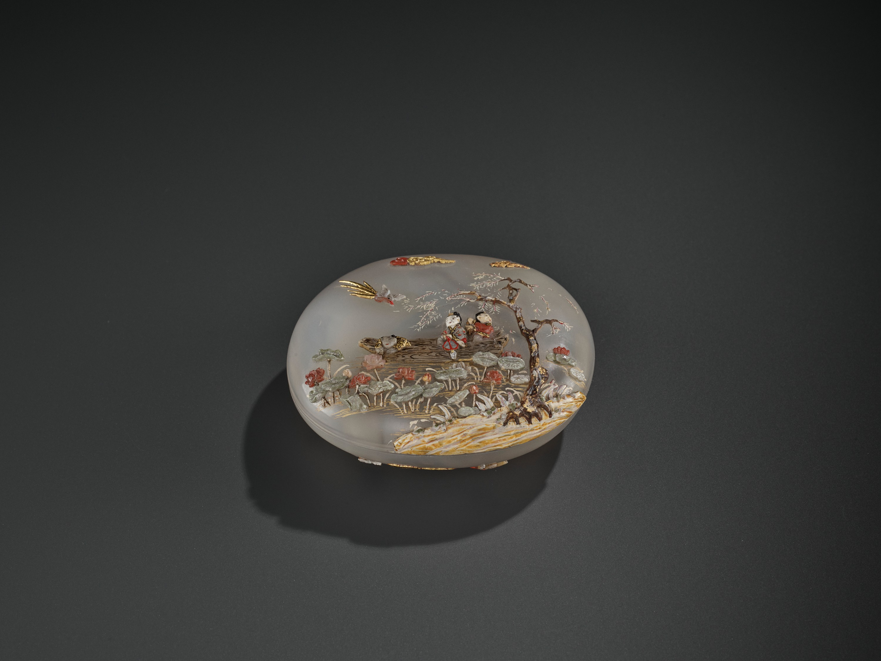 AN EMBELLISHED 'PICKING LOTUS' AGATE BOX, QING DYNASTY - Image 8 of 11