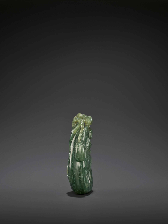 A DARK GREEN JADEITE 'MELON' SOLIFLORE VASE, QING - Image 7 of 9