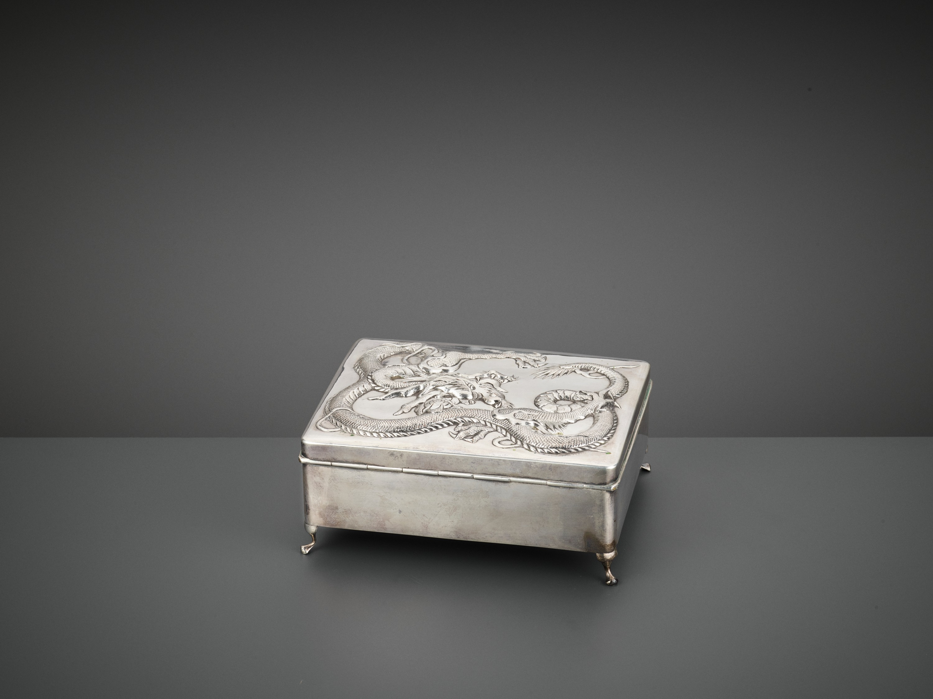 A SILVER REPOUSSE 'DRAGON' BOX AND COVER, WANG HING, LATE QING TO REPUBLIC - Image 6 of 10