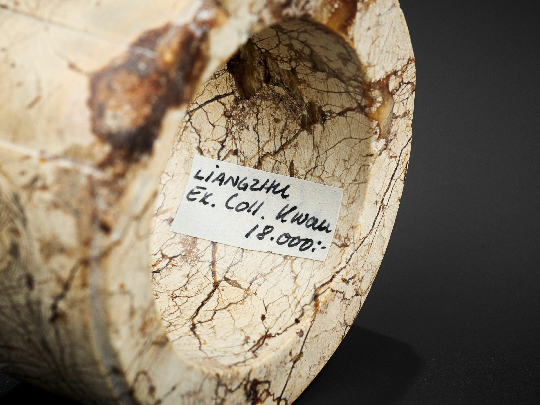 AN IVORY JADE BANGLE, LIANGZHU CULTURE - Image 10 of 11