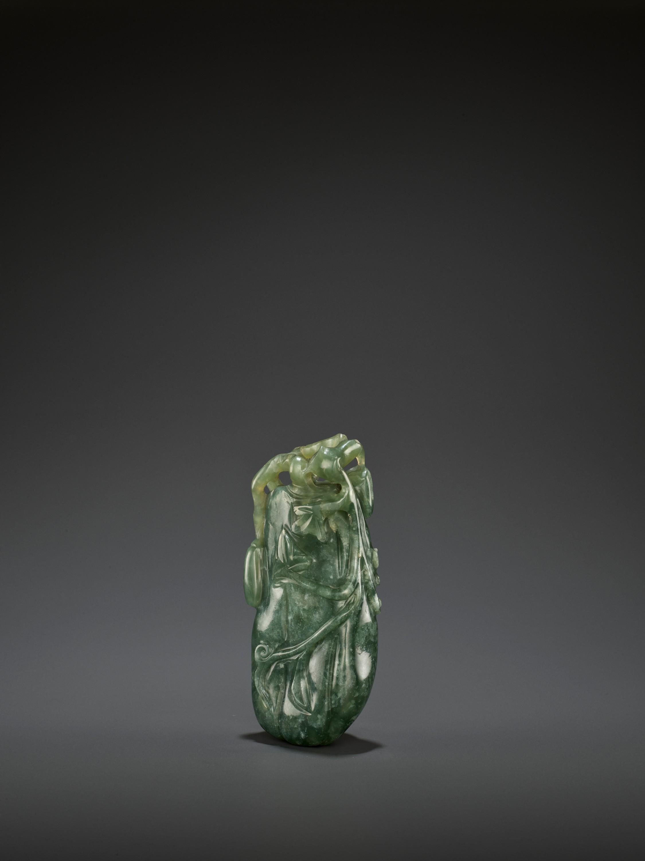 A DARK GREEN JADEITE 'MELON' SOLIFLORE VASE, QING - Image 4 of 9