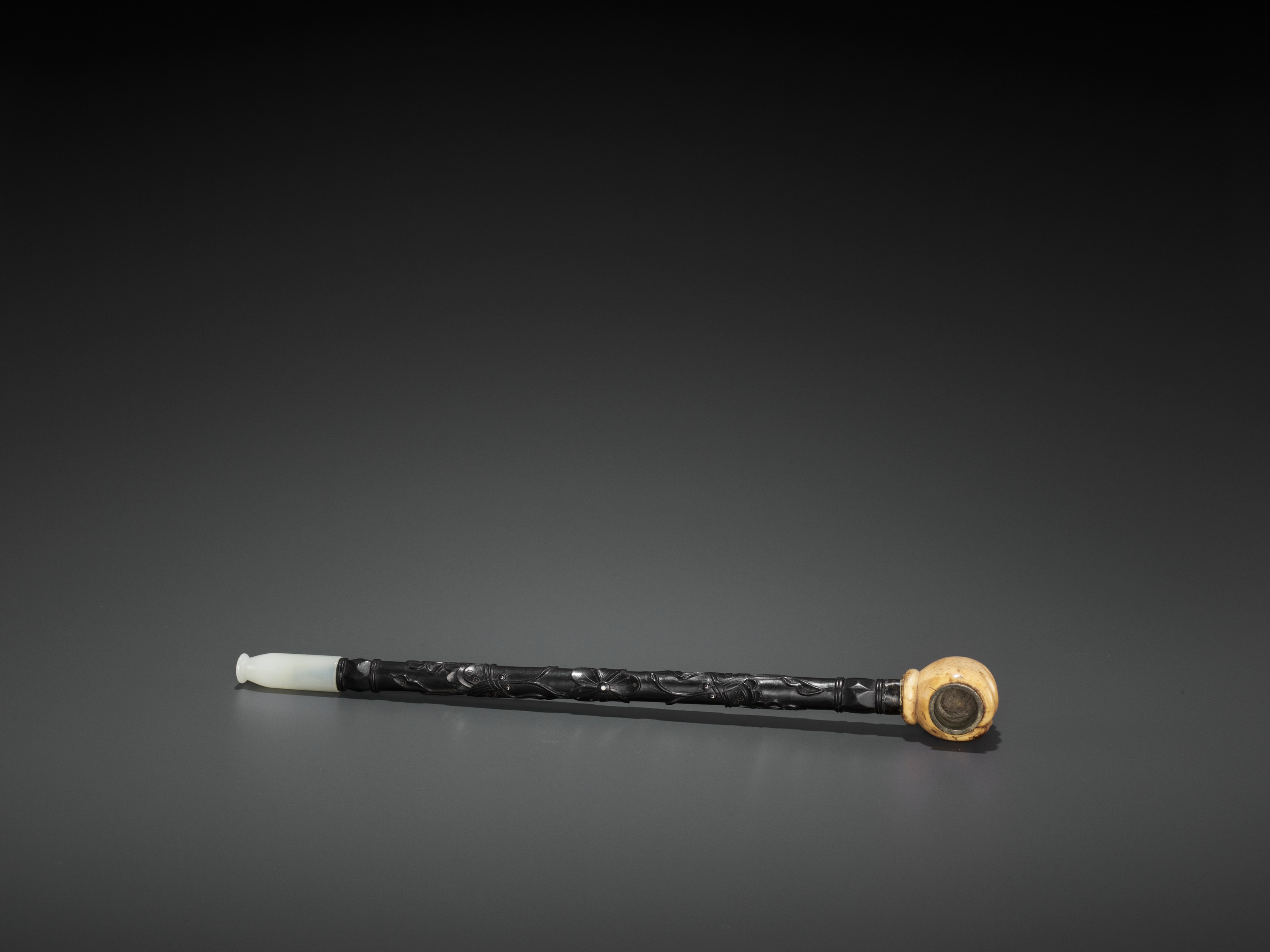 A HARDWOOD OPIUM PIPE WITH JADEITE, IVORY AND ZITAN FITTINGS, LATE QING TO REPUBLIC - Image 5 of 6