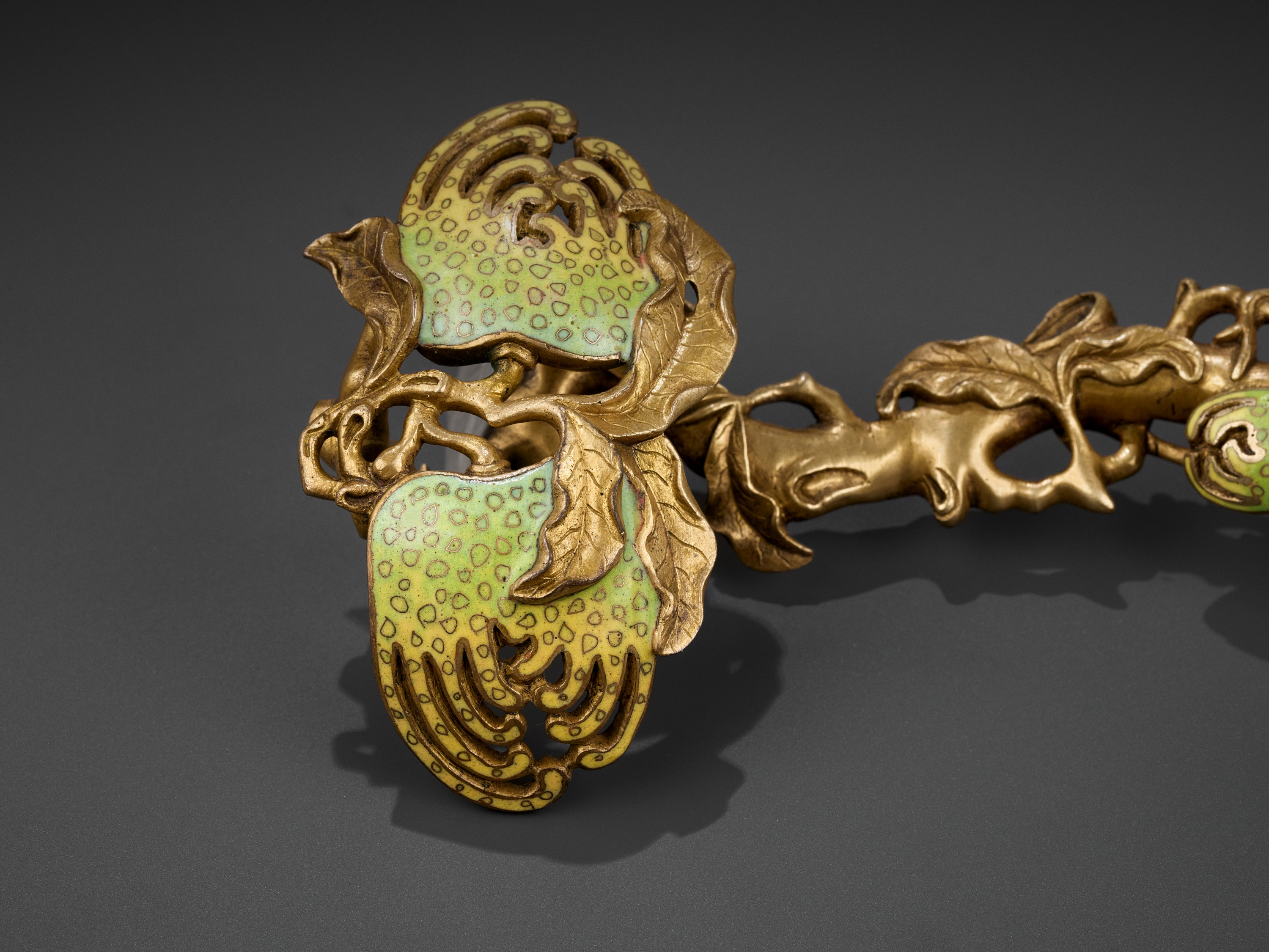 A CHAMPLEVE ENAMEL 'BUDDHA'S HAND' RUYI SCEPTER, QING DYNASTY - Image 5 of 11