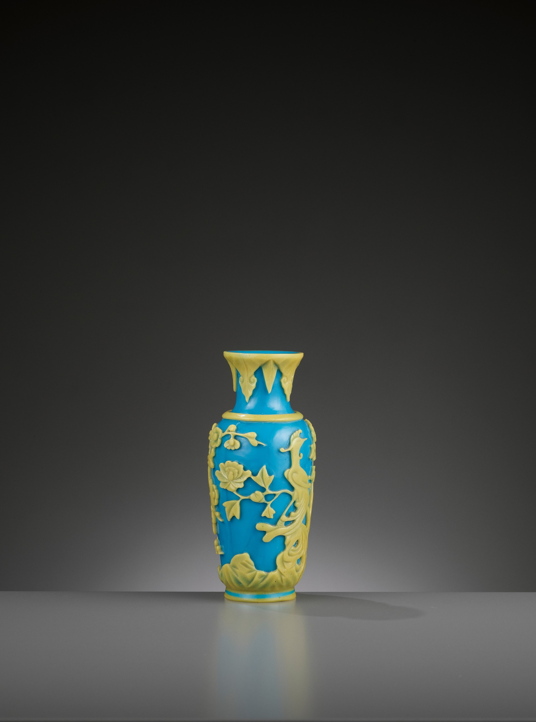 A YELLOW OVERLAY TURQUOISE GLASS VASE, TONGZHI MARK AND PERIOD - Image 6 of 9