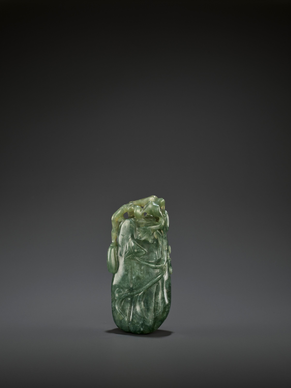 A DARK GREEN JADEITE 'MELON' SOLIFLORE VASE, QING - Image 3 of 9