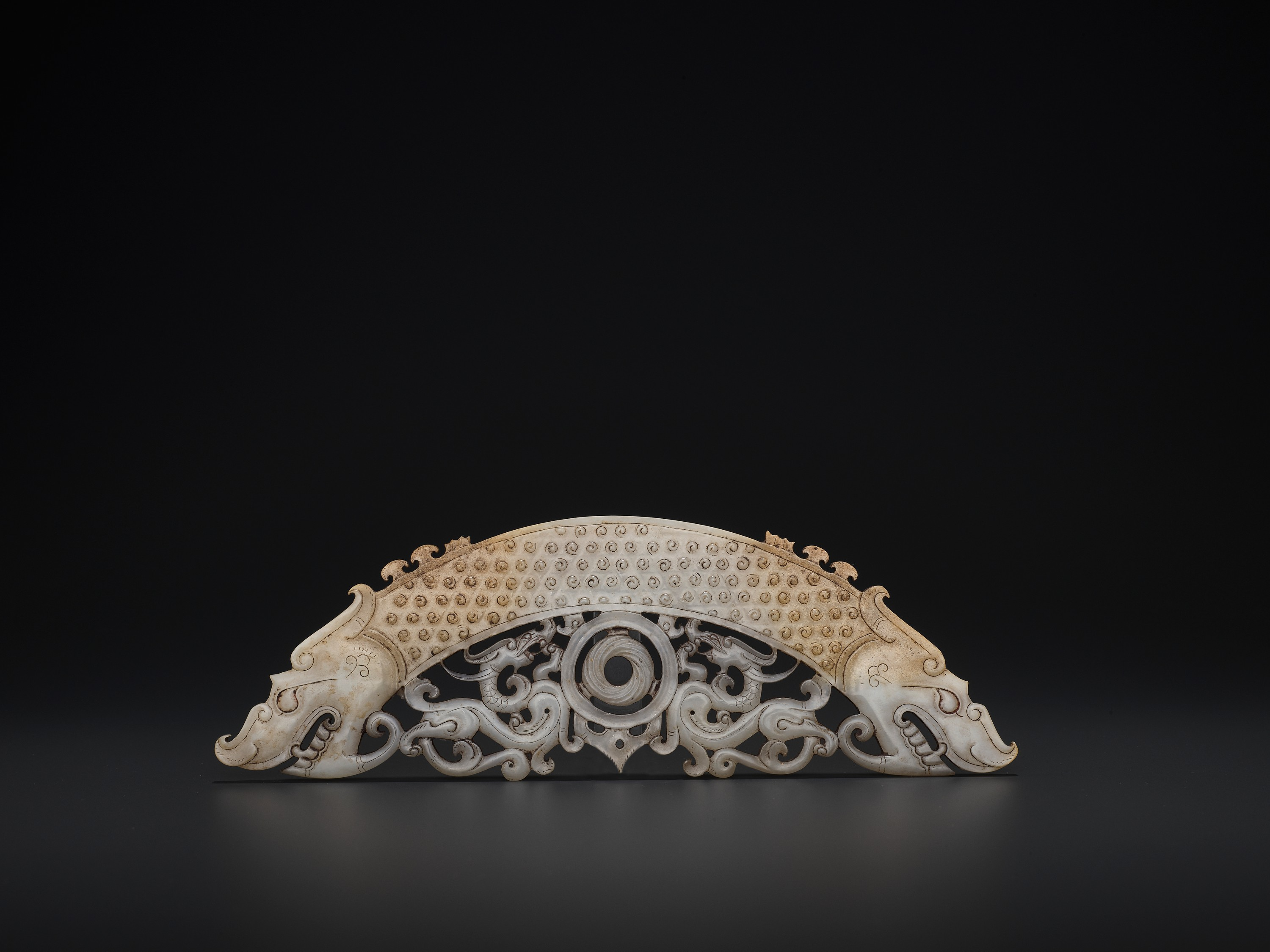 A WHITE AND RUSSET JADE 'DOUBLE DRAGON' PENDANT, HUANG, LATE EASTERN ZHOU TO HAN - Image 2 of 9