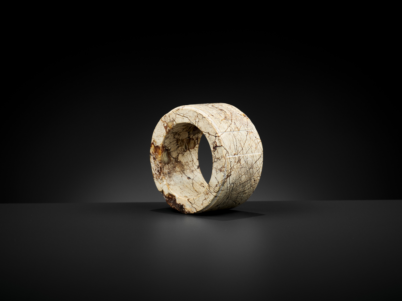 AN IVORY JADE BANGLE, LIANGZHU CULTURE - Image 2 of 11