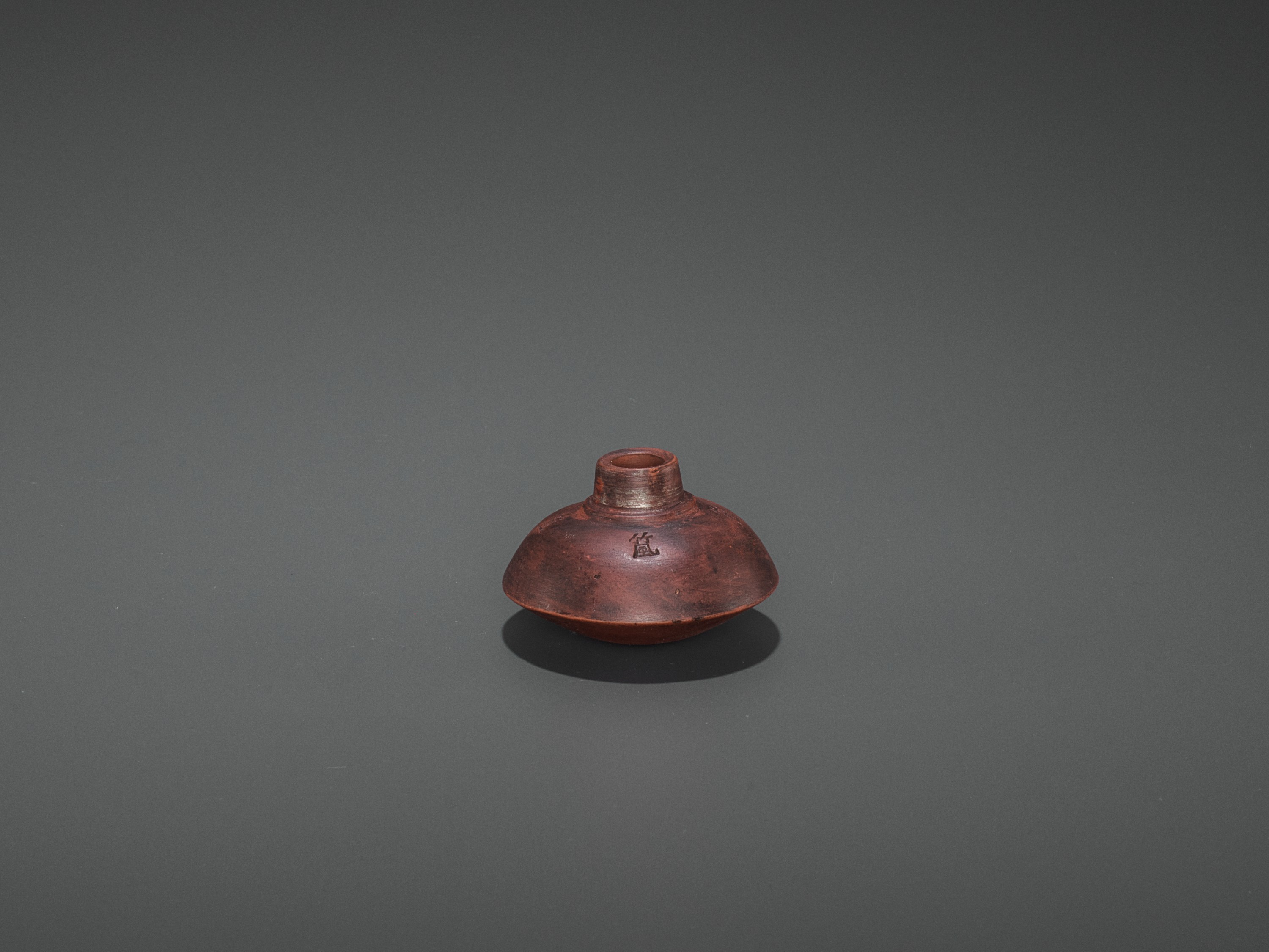 A HARDWOOD OPIUM PIPE WITH BONE, SILVER AND YIXING CERAMIC FITTINGS, LATE QING TO REPUBLIC - Image 6 of 7