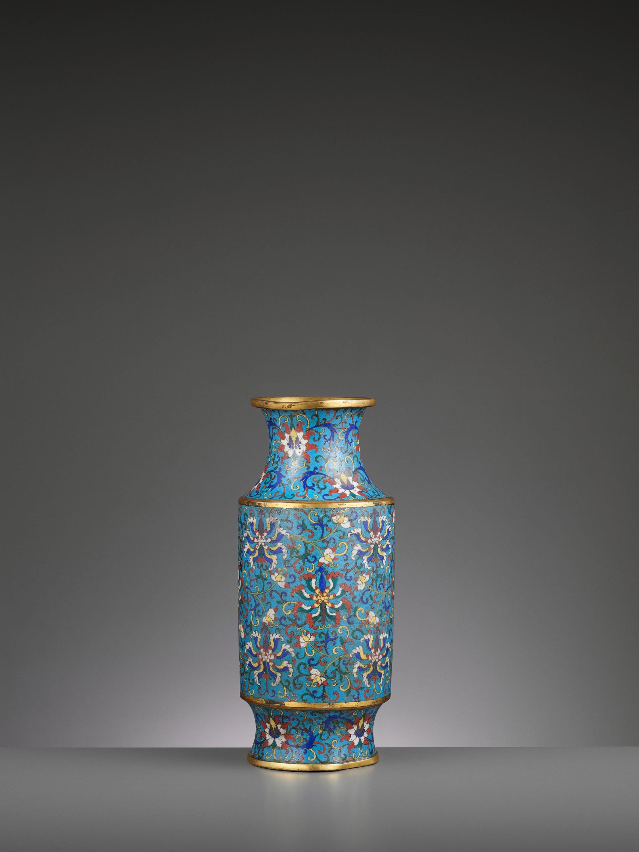 A CLOISONNE ENAMEL LANTERN VASE, JIAQING - Image 2 of 7
