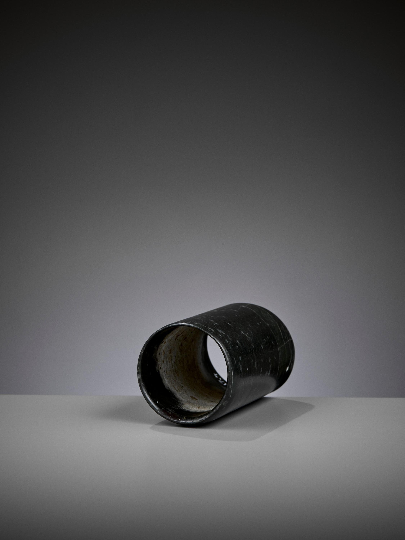 A DARK GREEN JADE HOOF-SHAPED ORNAMENT, HONGSHAN CULTURE - Image 8 of 10