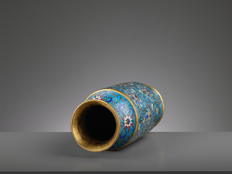 A CLOISONNE ENAMEL LANTERN VASE, JIAQING - Image 7 of 7