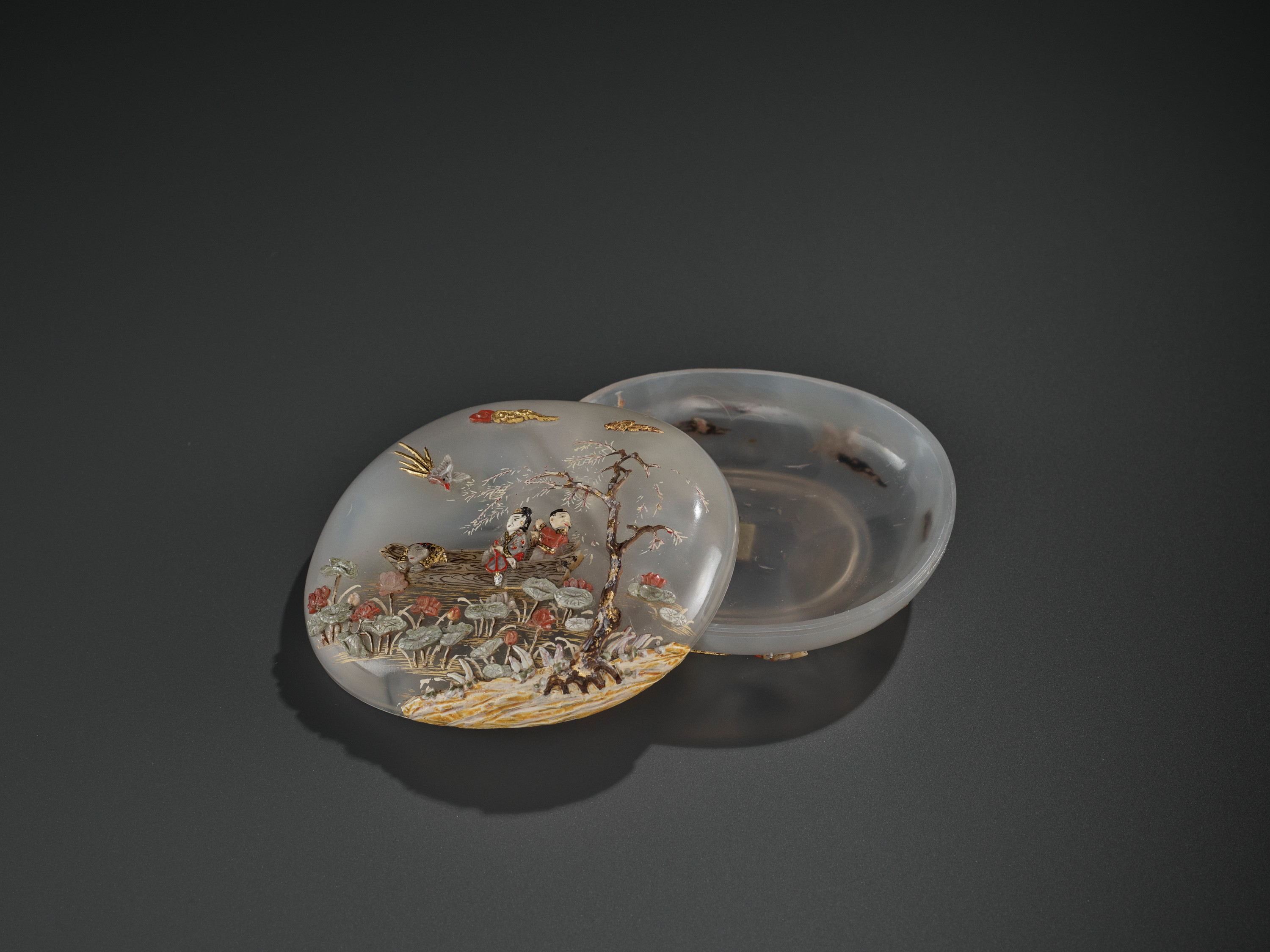 AN EMBELLISHED 'PICKING LOTUS' AGATE BOX, QING DYNASTY