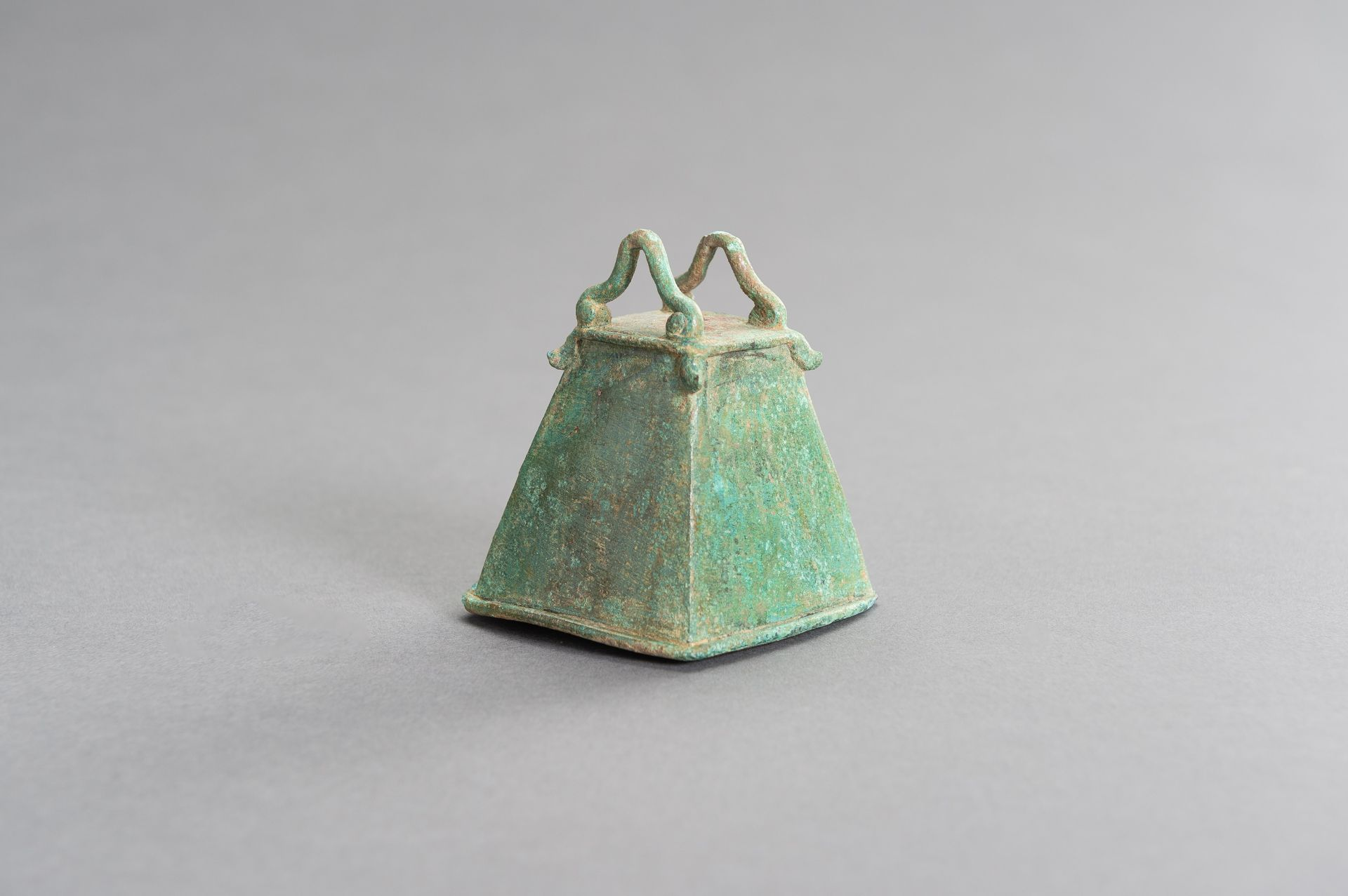 A SMALL BRONZE BELL - Image 4 of 9