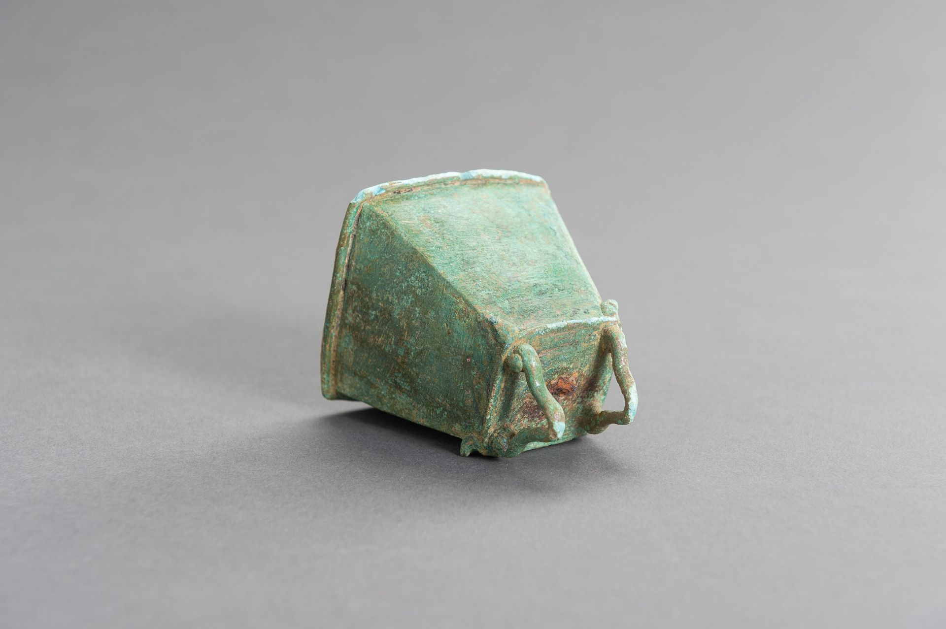 A SMALL BRONZE BELL - Image 6 of 9