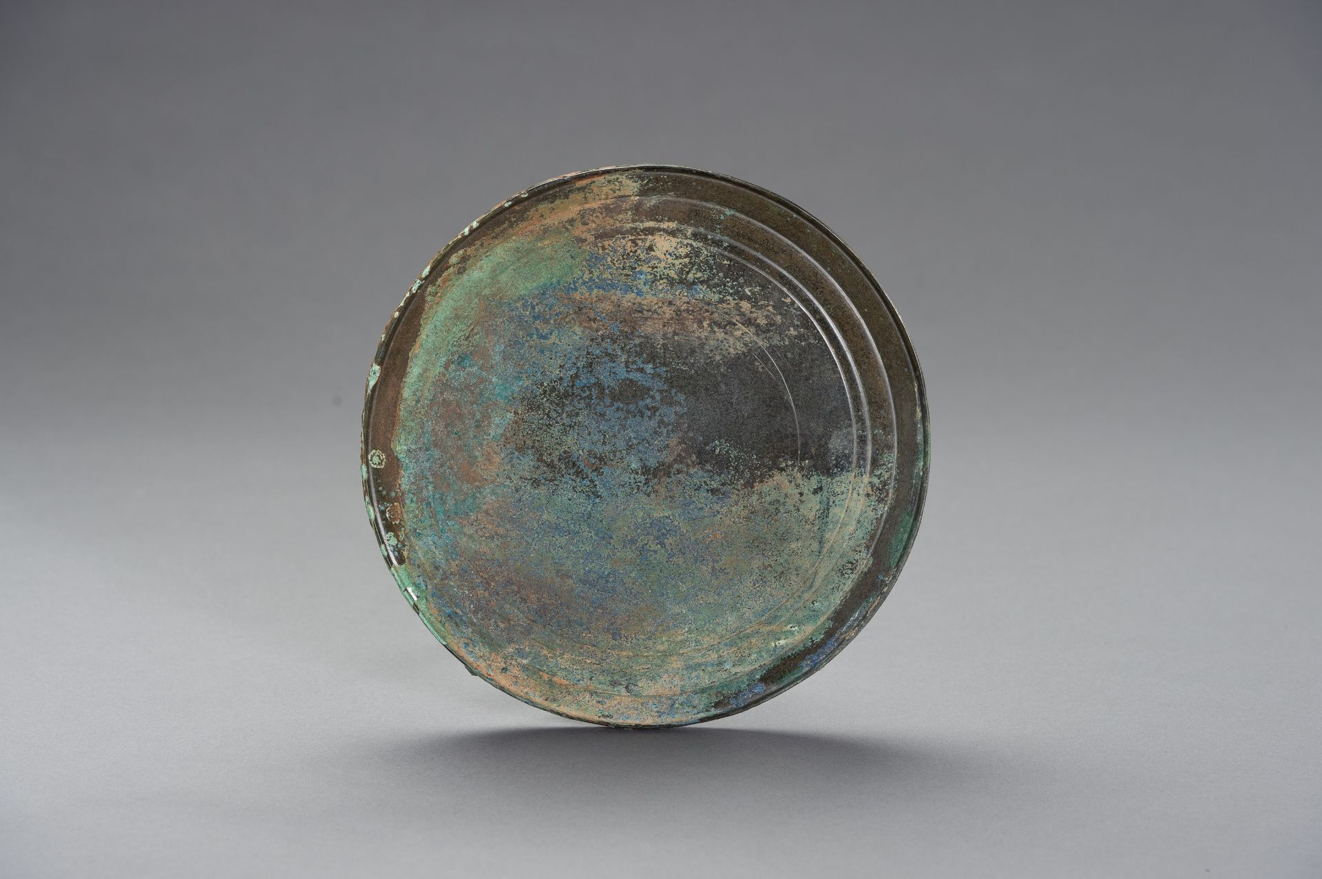 A LARGE BRONZE MIRROR - Image 2 of 8