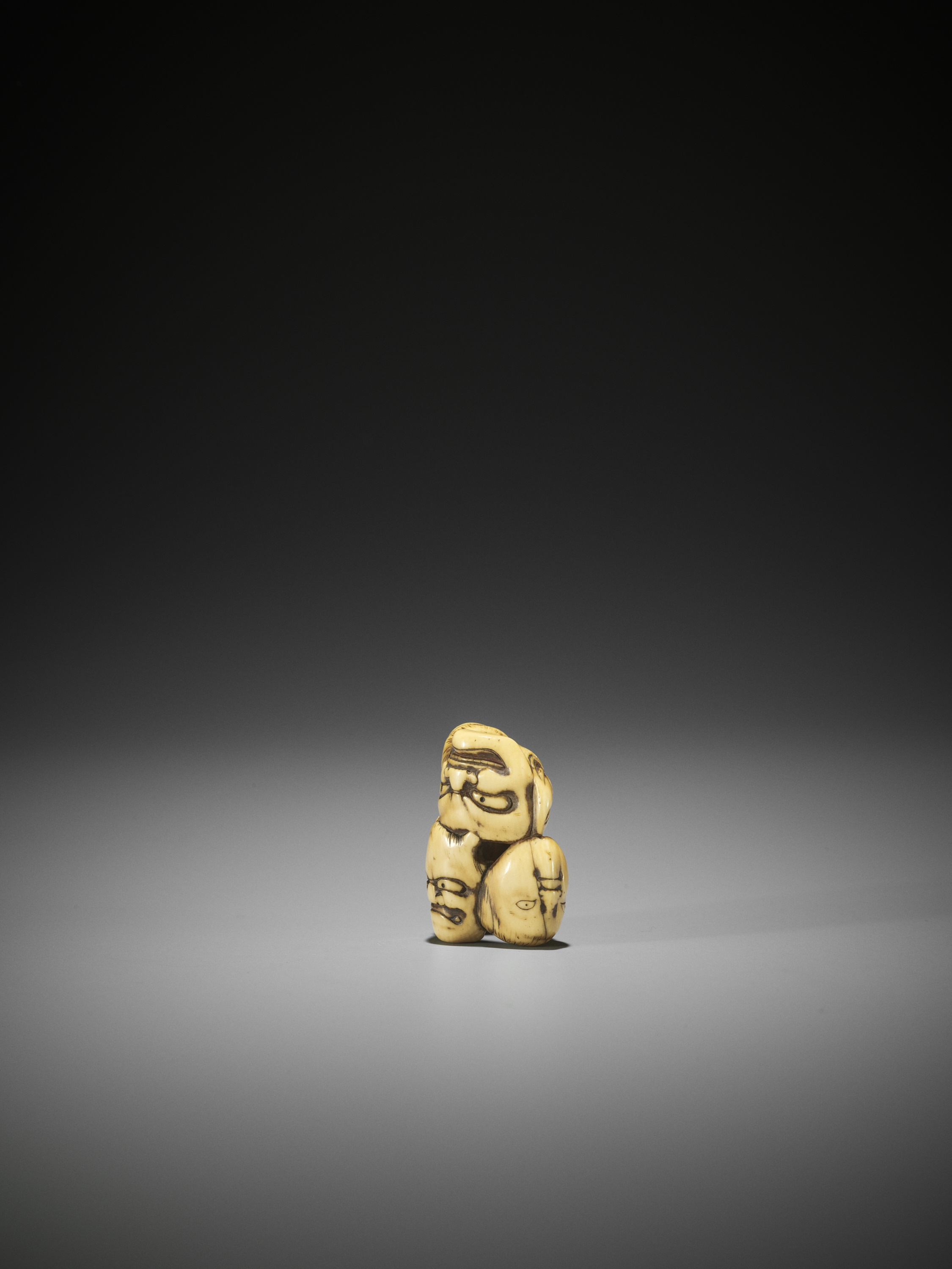 AN IVORY NETSUKE OF A GROUP OF SEVEN MASKS - Image 3 of 8
