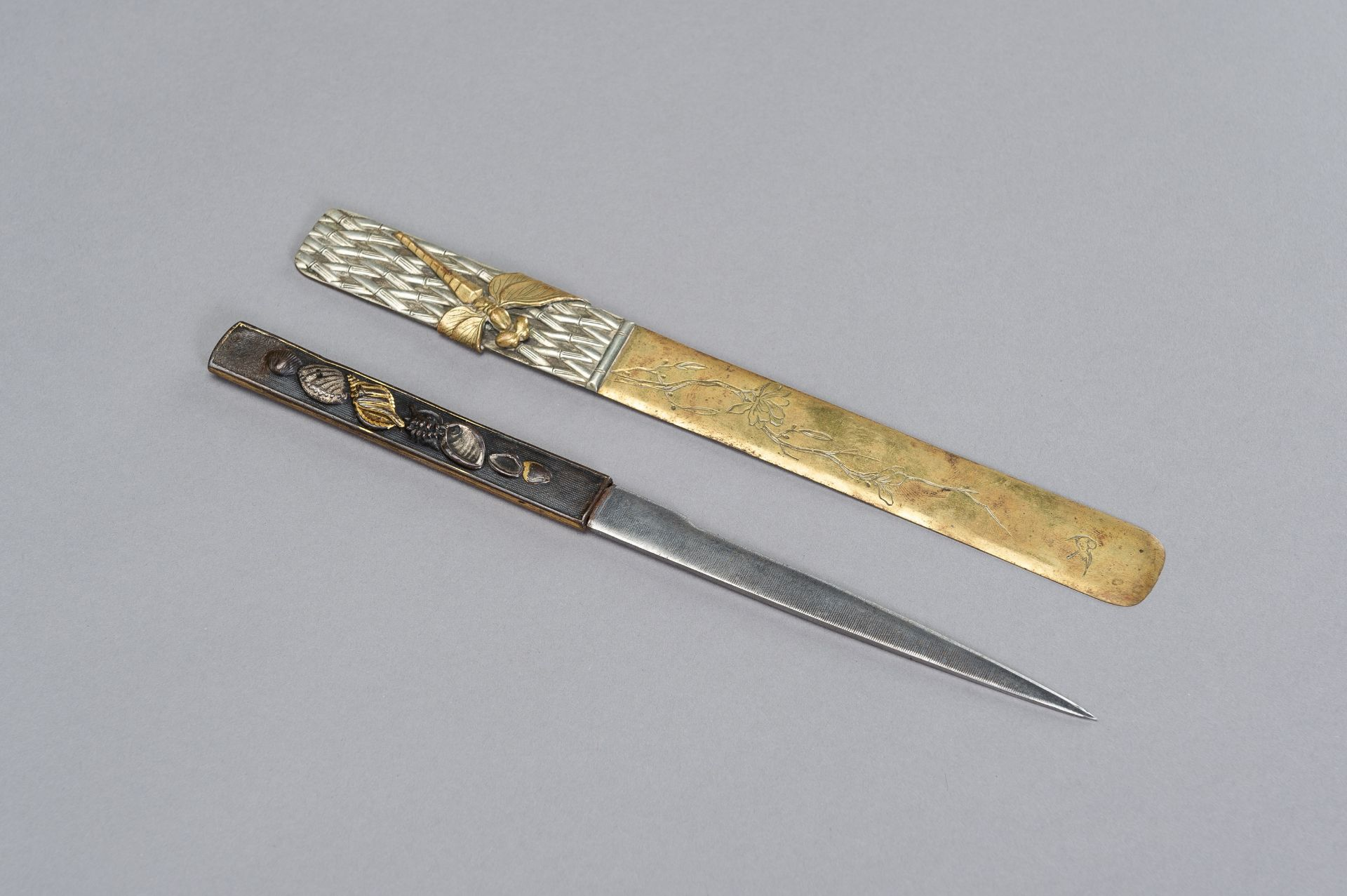 A COPPER KOZUKA WITH BLADE AND A SENTOKU PAGE TURNER WITH DRAGONFLY