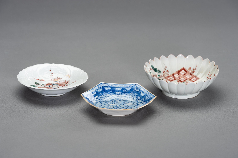 A VARIED SET OF JAPANESE ARITA PLATES - Image 4 of 6