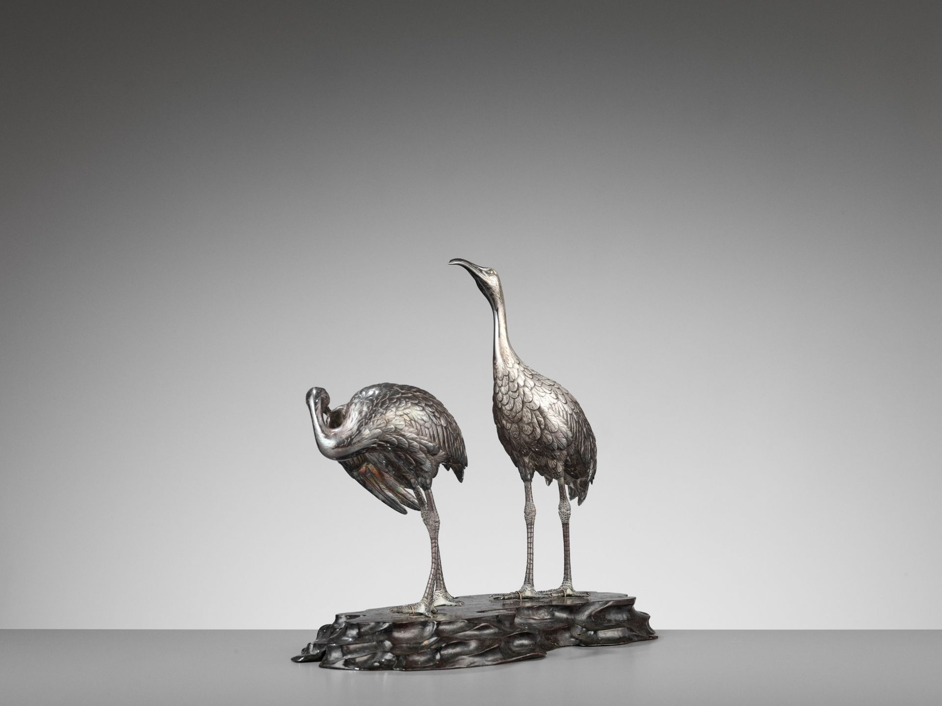 MUSASHIYA: A FINE AND RARE SILVERED OKIMONO OF A PAIR OF CRANES - Image 6 of 11