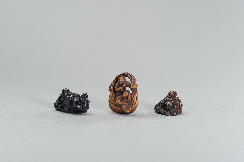 A GROUP OF THREE NETSUKE OF HOTEI AND KARAKO - Image 3 of 3