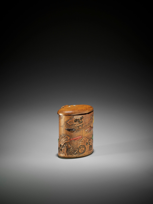SHOMIN: AN INLAID BAMBOO TONKOTSU DEPICTING AQUATIC LIFE - Image 6 of 12