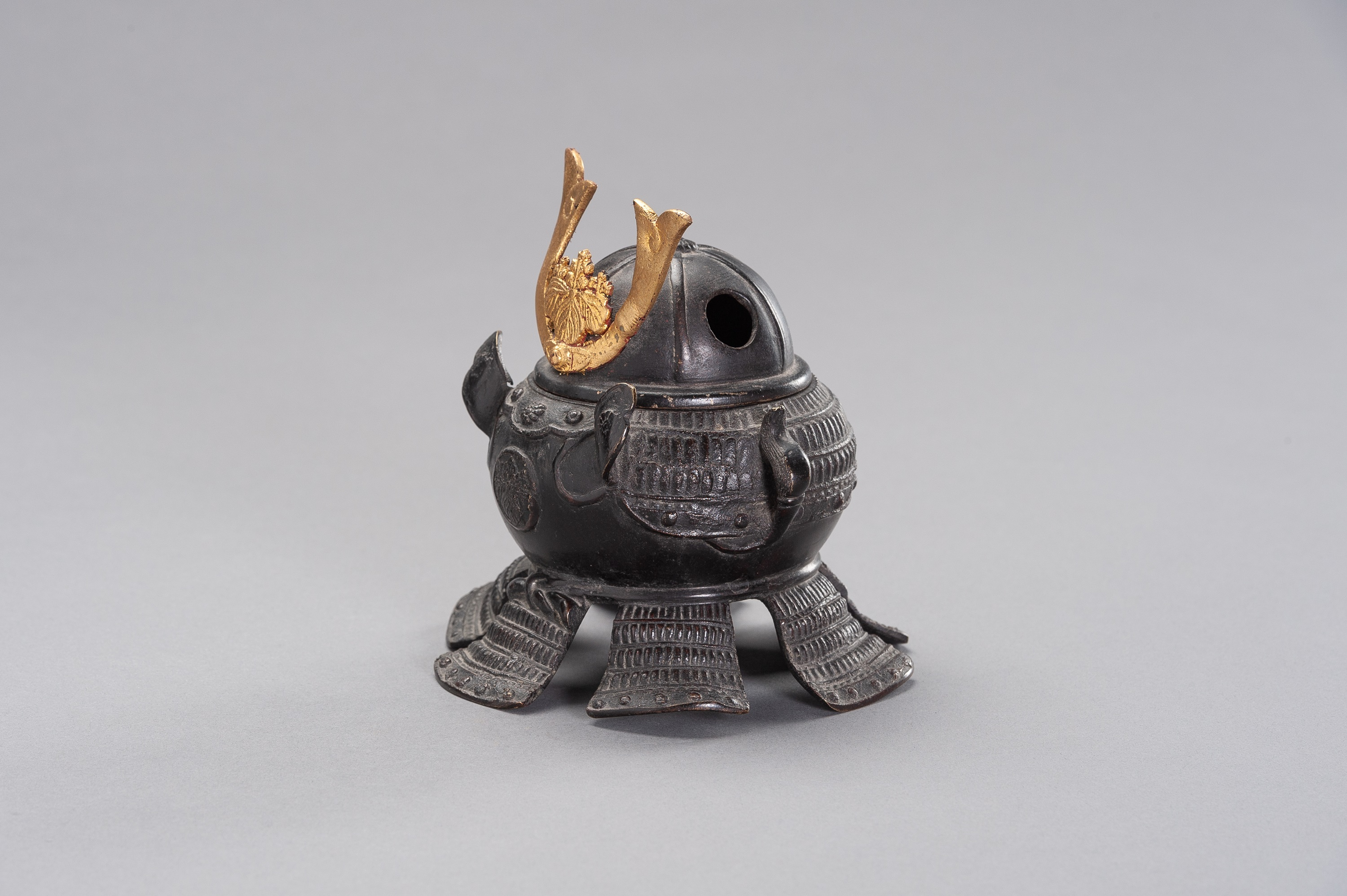 A KORO IN A SHAPE OF KABUTO - Image 3 of 11