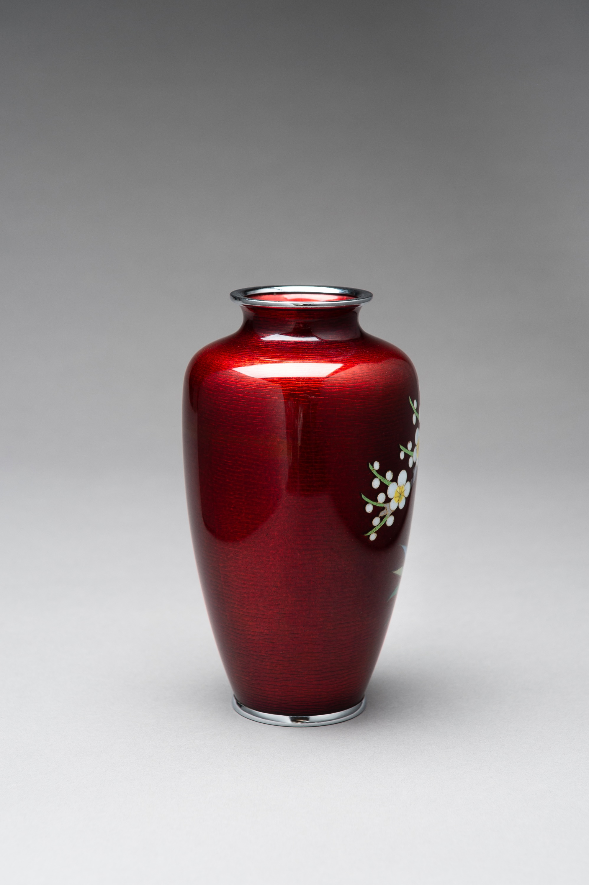 ANDO: A RED GINBARI CLOISONNE VASE - Image 5 of 8