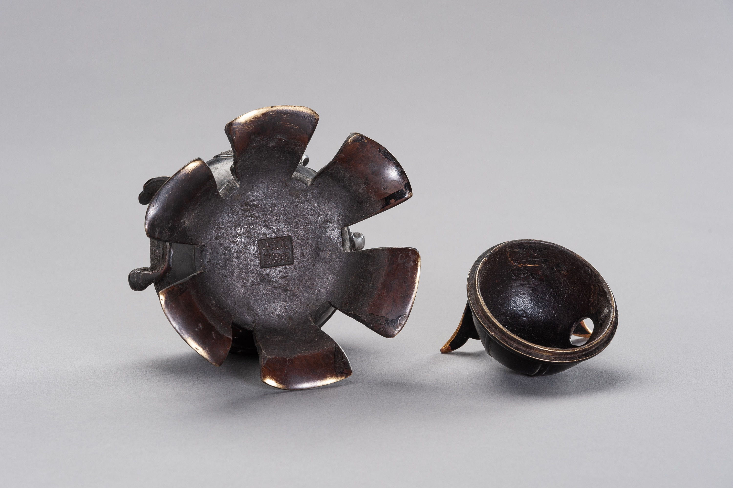 A KORO IN A SHAPE OF KABUTO - Image 9 of 11