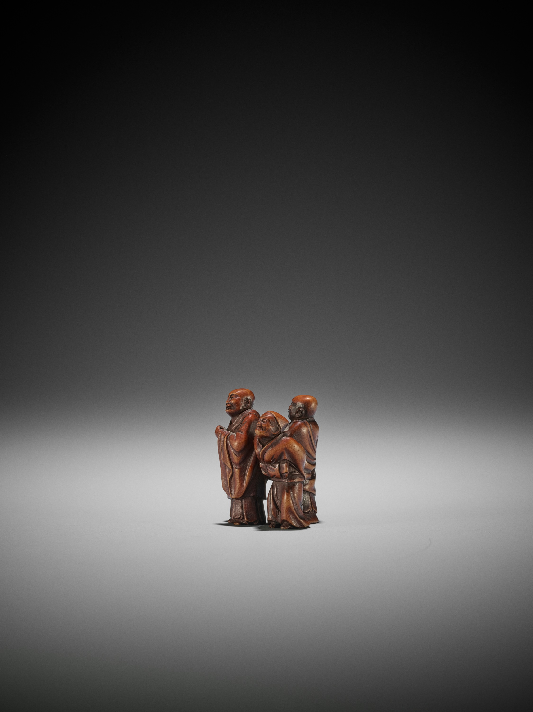 GYOKUZAN: A WOOD NETSUKE OF THE THREE SAKE TESTERS - Image 3 of 3