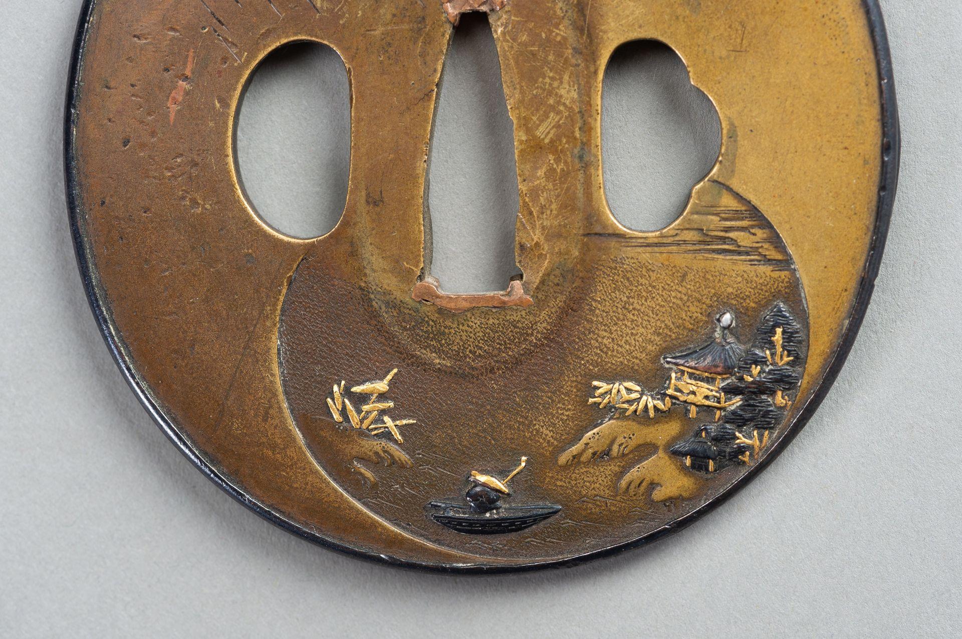 A SENTOKU TSUBA WITH A LANDSCAPE - Image 5 of 5