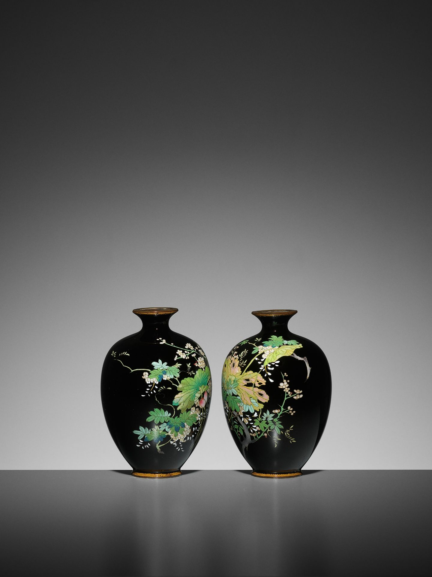 A PAIR OF SMALL CLOISONNE VASES - Image 2 of 7
