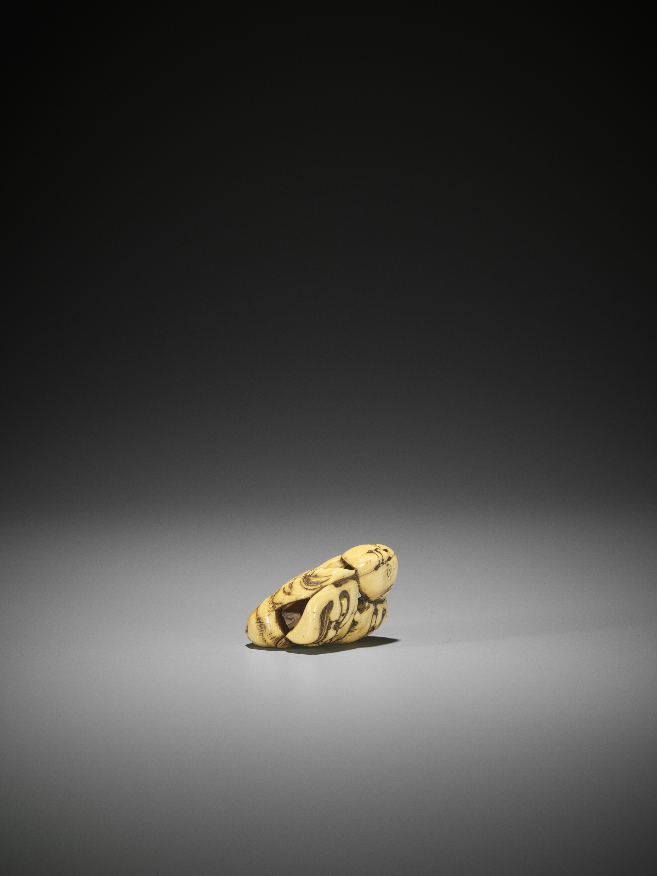 AN IVORY NETSUKE OF A GROUP OF SEVEN MASKS - Image 8 of 8