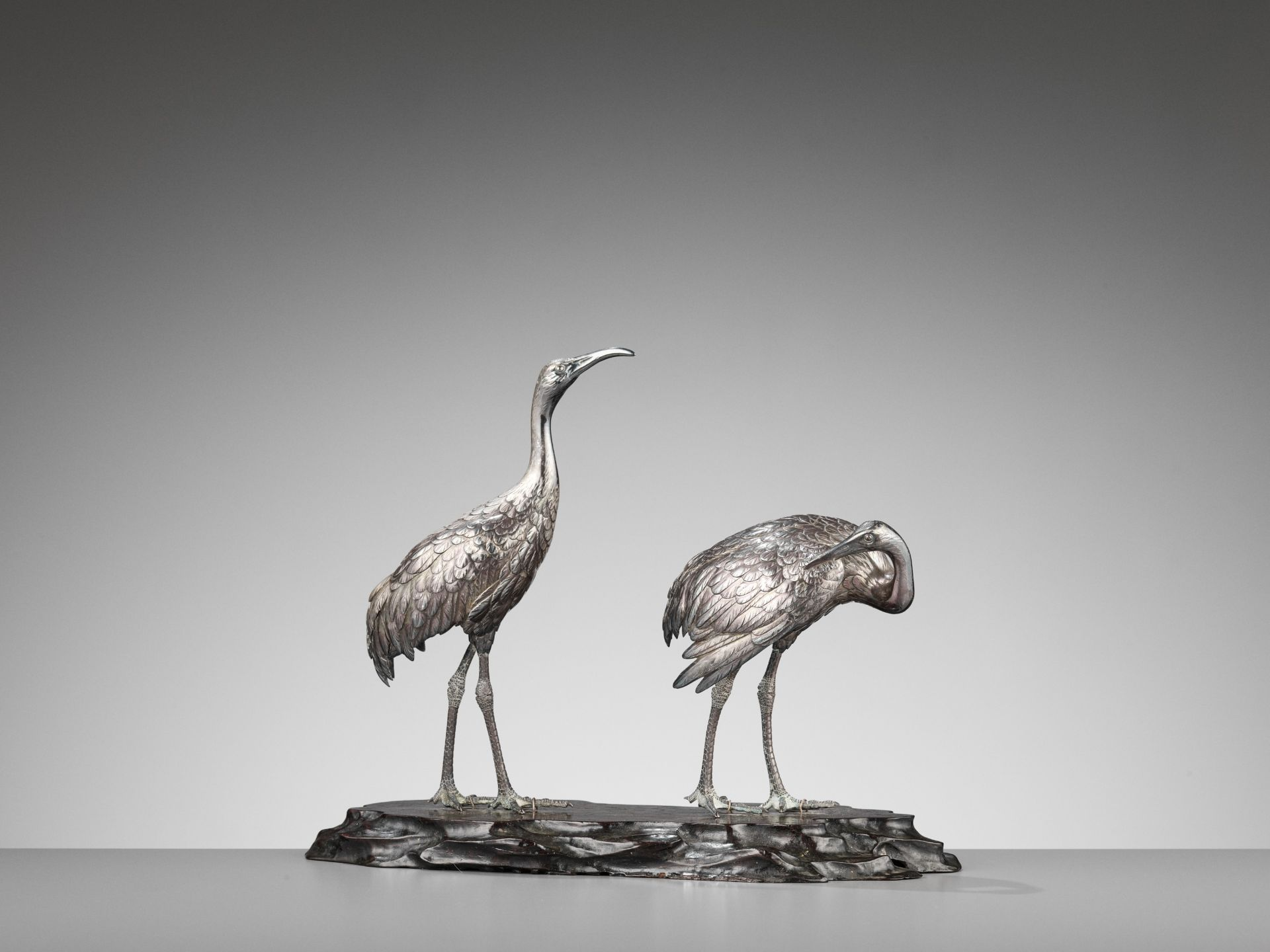 MUSASHIYA: A FINE AND RARE SILVERED OKIMONO OF A PAIR OF CRANES - Image 4 of 11
