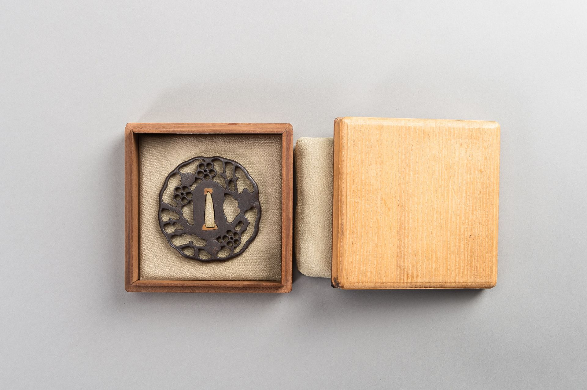 AN IRON SUKASHI-TSUBA WITH FLOWERS AND CLOUDS - Image 7 of 7