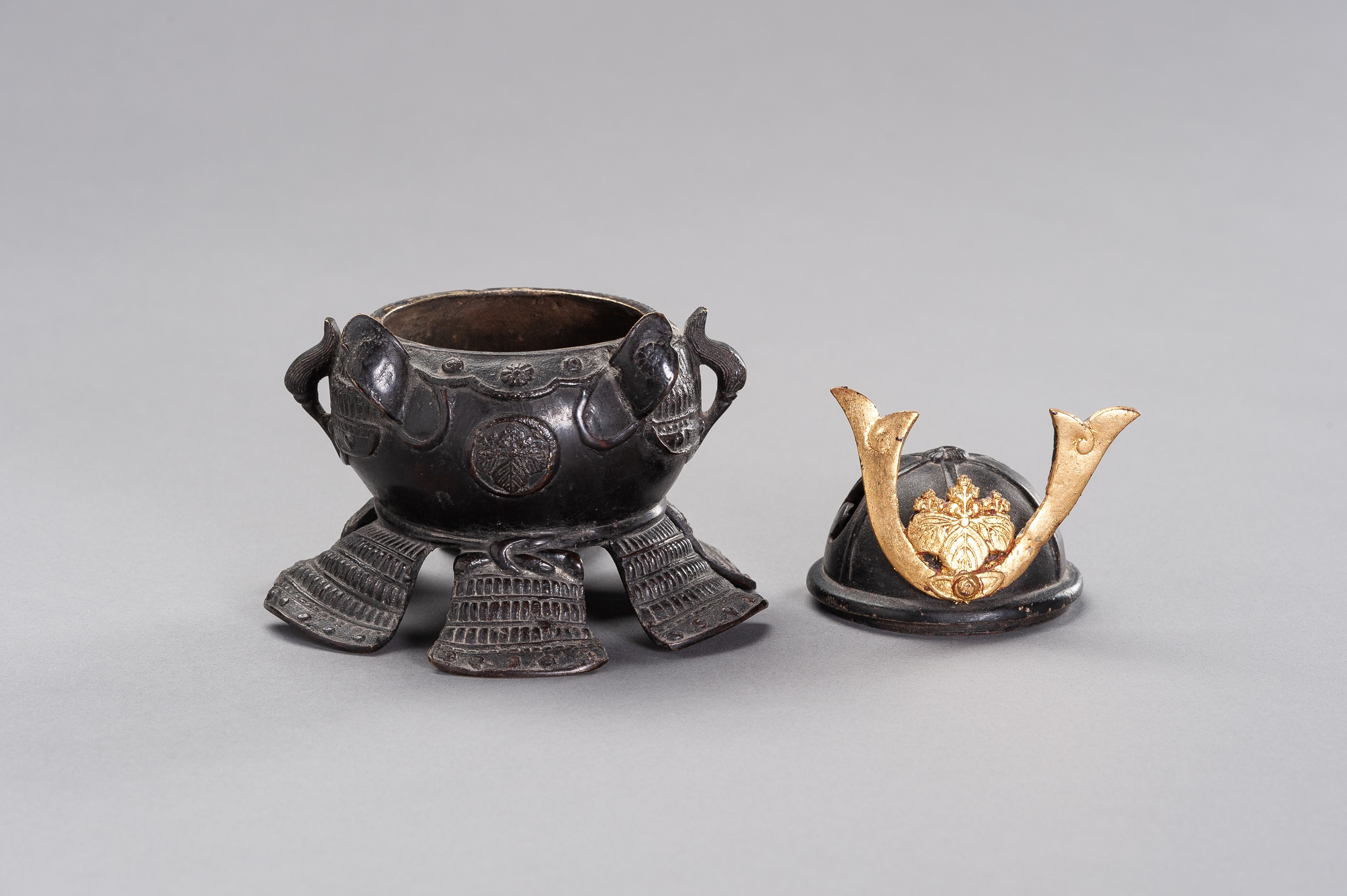 A KORO IN A SHAPE OF KABUTO - Image 8 of 11