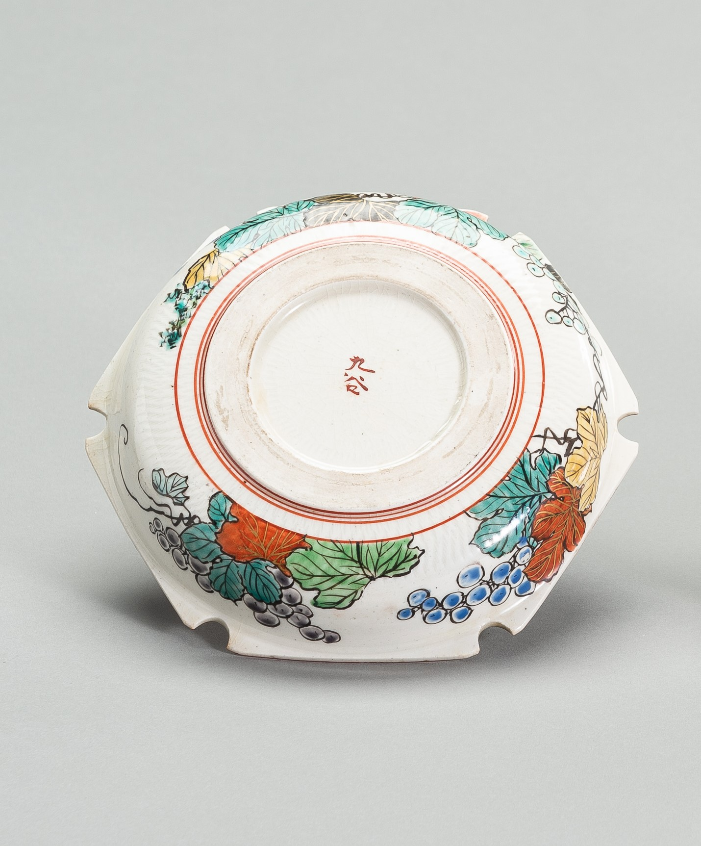 A POLYCHROME ENAMELED PORCLEAIN DISH - Image 3 of 5