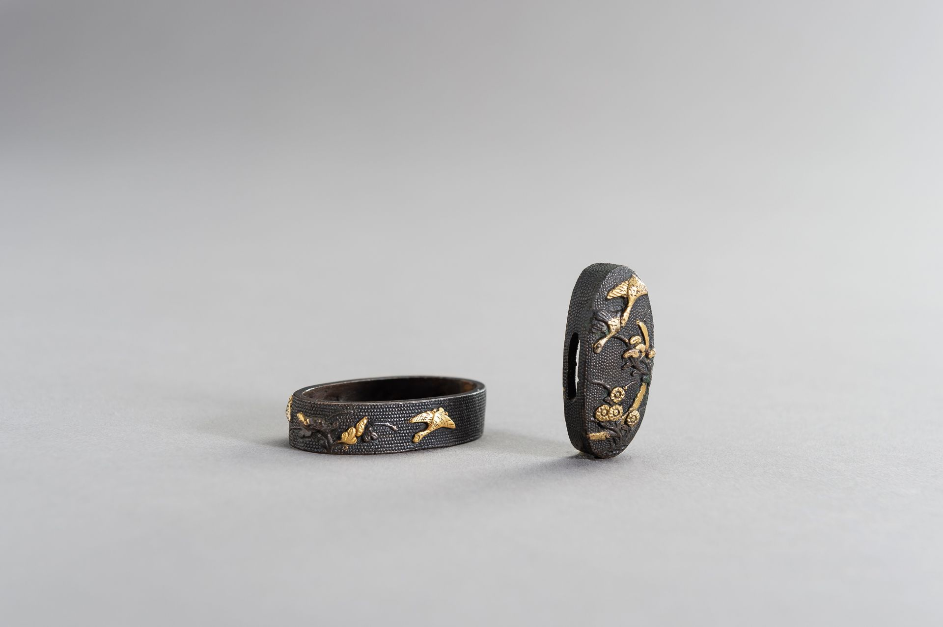 A FINE FUCHI AND KASHIRA WITH GEESE AND MOON - Image 4 of 7