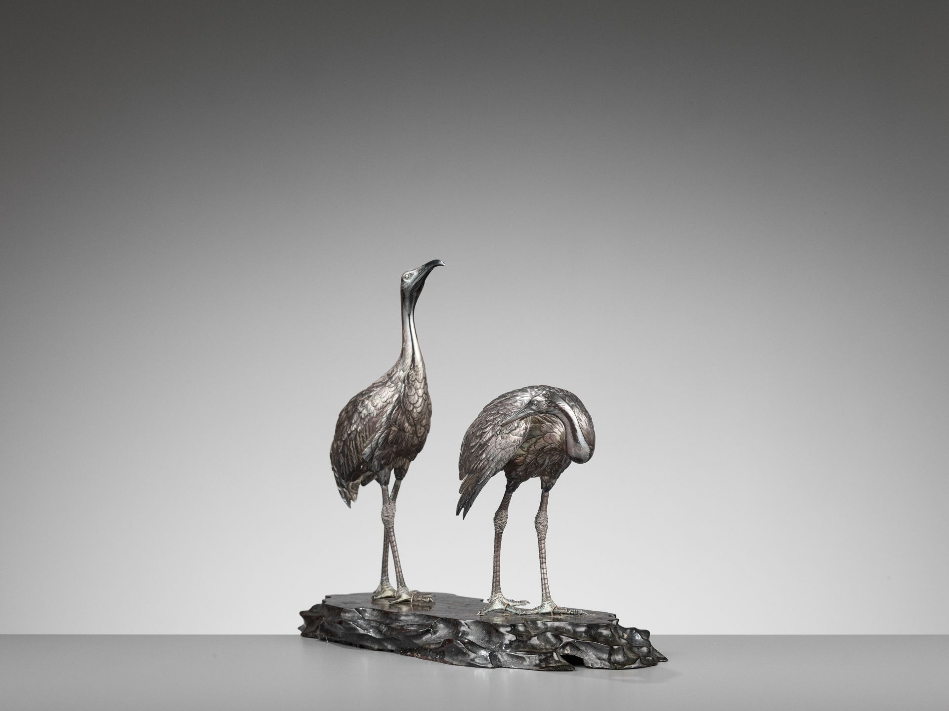 MUSASHIYA: A FINE AND RARE SILVERED OKIMONO OF A PAIR OF CRANES - Image 5 of 11