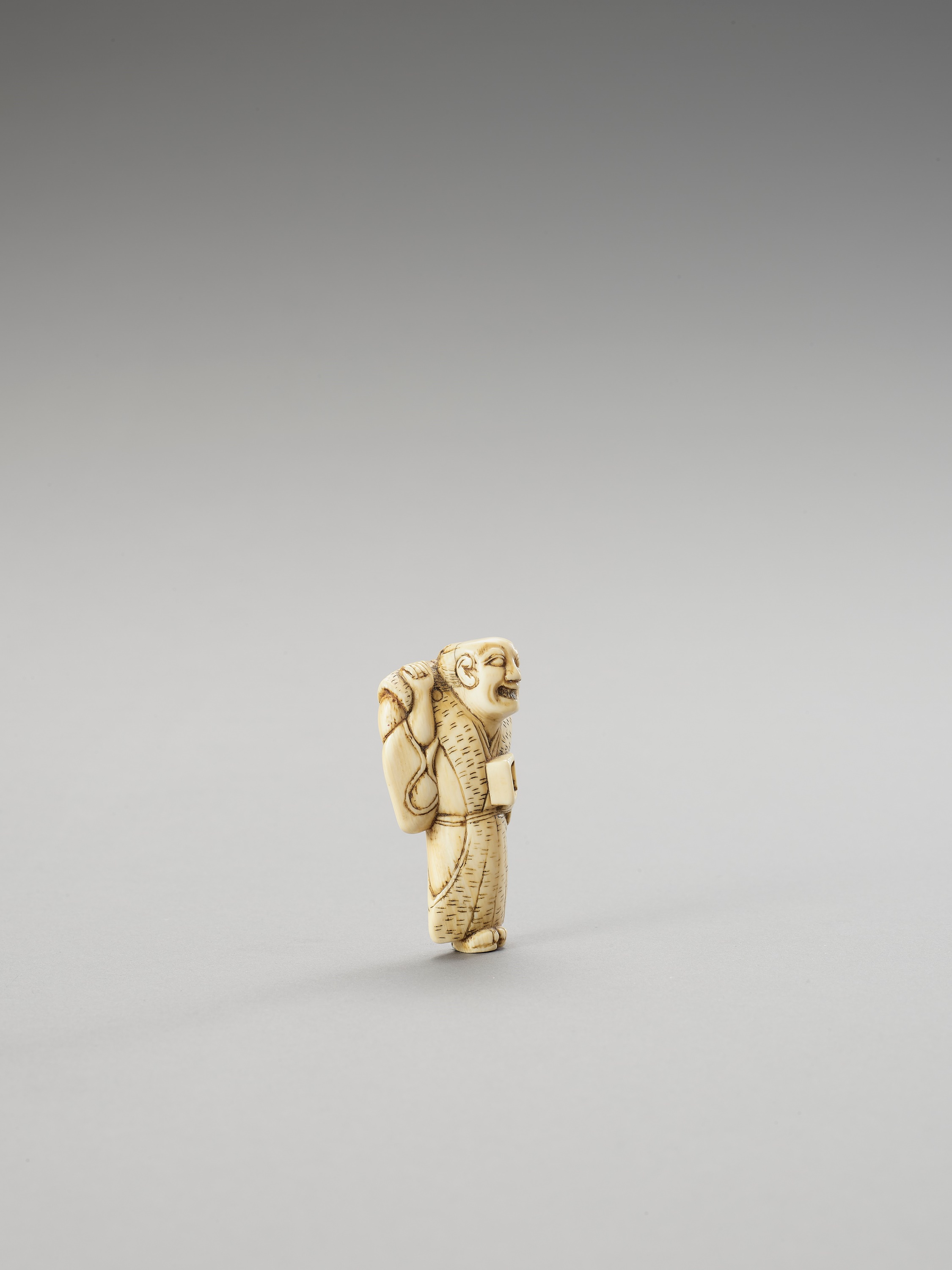 AN IVORY NETSUKE OF A MAN THROWING ROASTED BEANS - Image 3 of 3