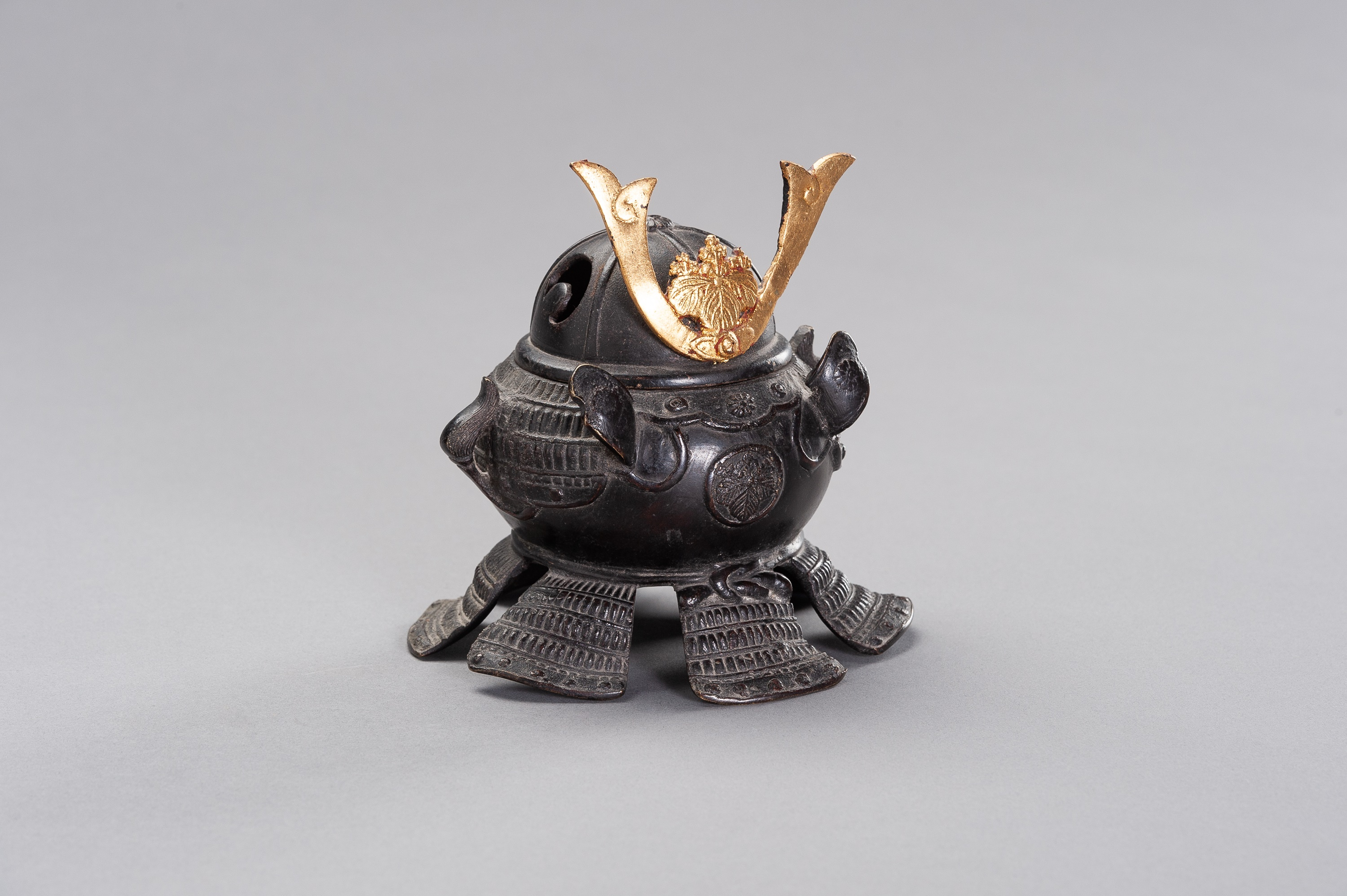 A KORO IN A SHAPE OF KABUTO - Image 4 of 11