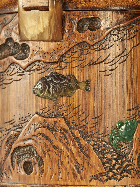 SHOMIN: AN INLAID BAMBOO TONKOTSU DEPICTING AQUATIC LIFE - Image 3 of 12