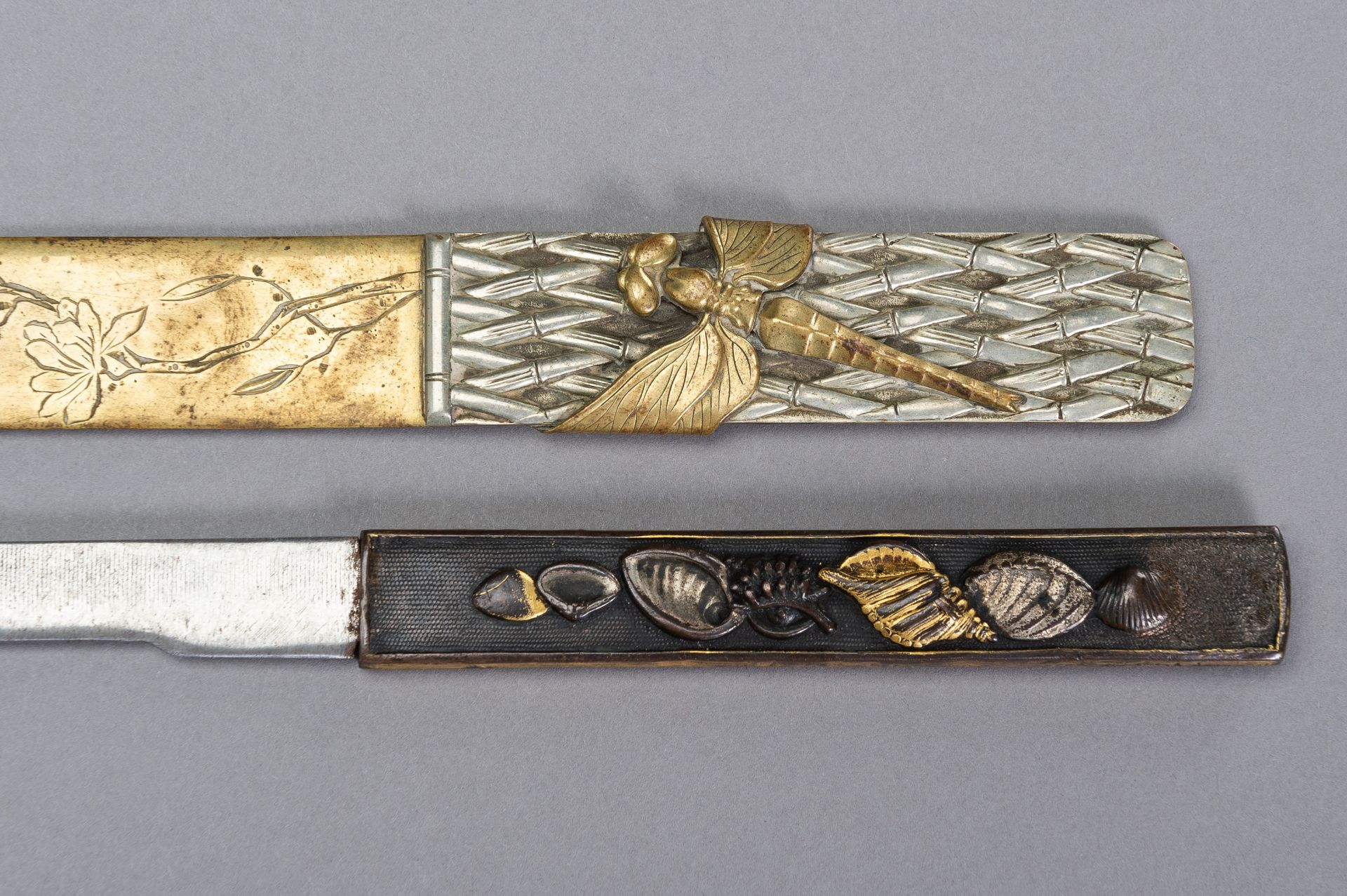 A COPPER KOZUKA WITH BLADE AND A SENTOKU PAGE TURNER WITH DRAGONFLY - Image 6 of 7