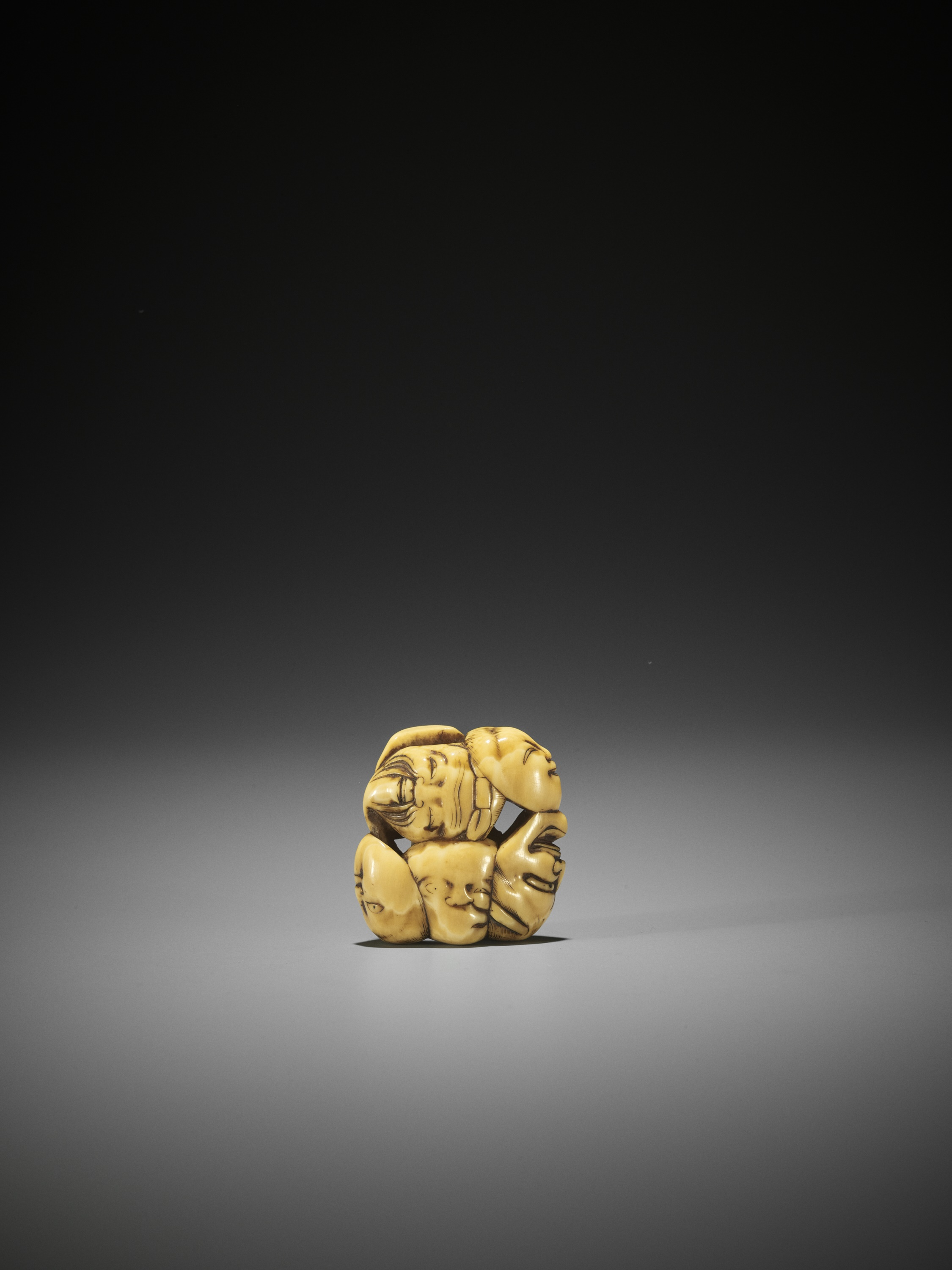 AN IVORY NETSUKE OF A GROUP OF SEVEN MASKS - Image 5 of 8