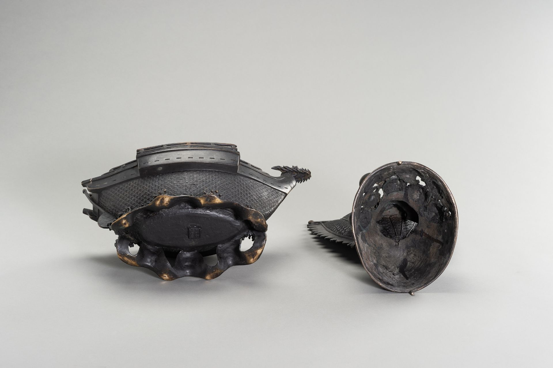 A LARGE BRONZE CENSER IN THE SHAPE OF A TREASURE SHIP - Image 9 of 13