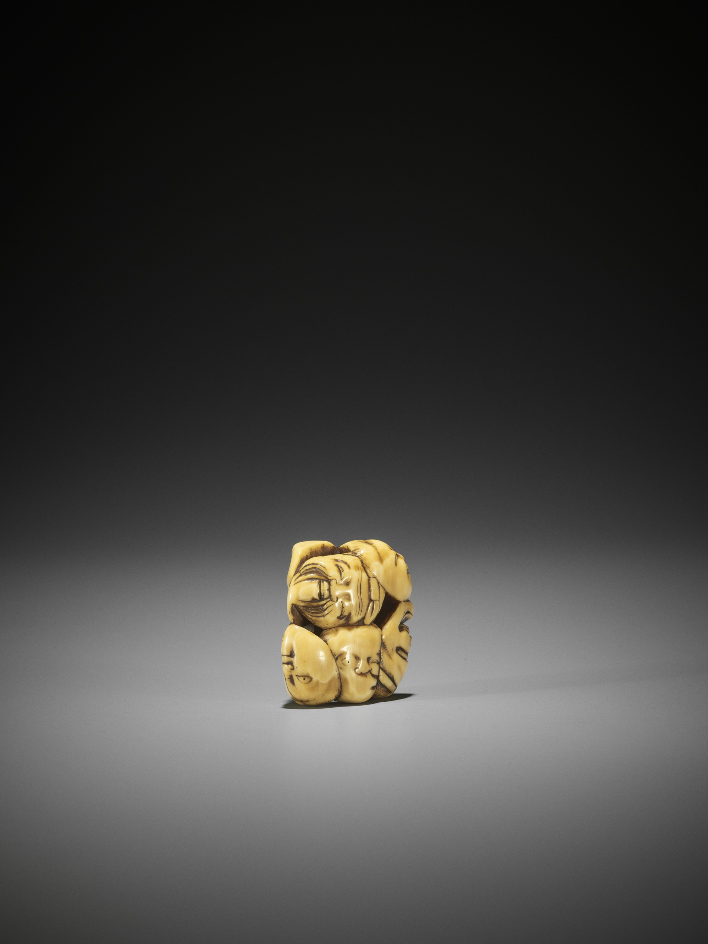 AN IVORY NETSUKE OF A GROUP OF SEVEN MASKS - Image 4 of 8