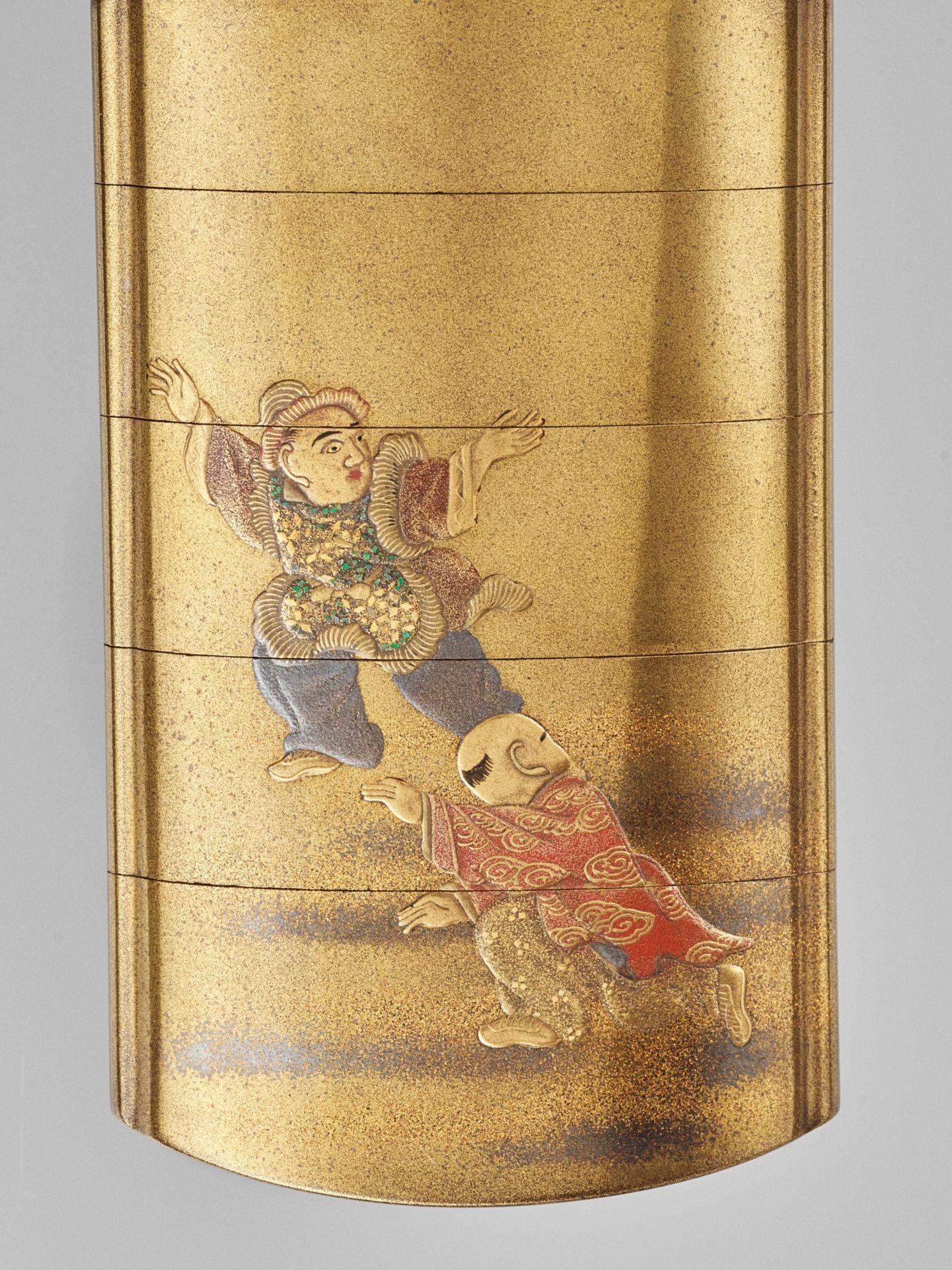 JOKASAI: A FINE GOLD LACQUER FOUR-CASE INRO DEPICTING SHIBA ONKO - Image 2 of 5