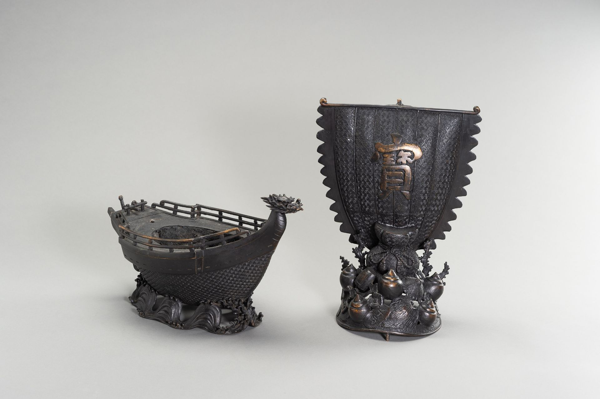 A LARGE BRONZE CENSER IN THE SHAPE OF A TREASURE SHIP - Image 8 of 13