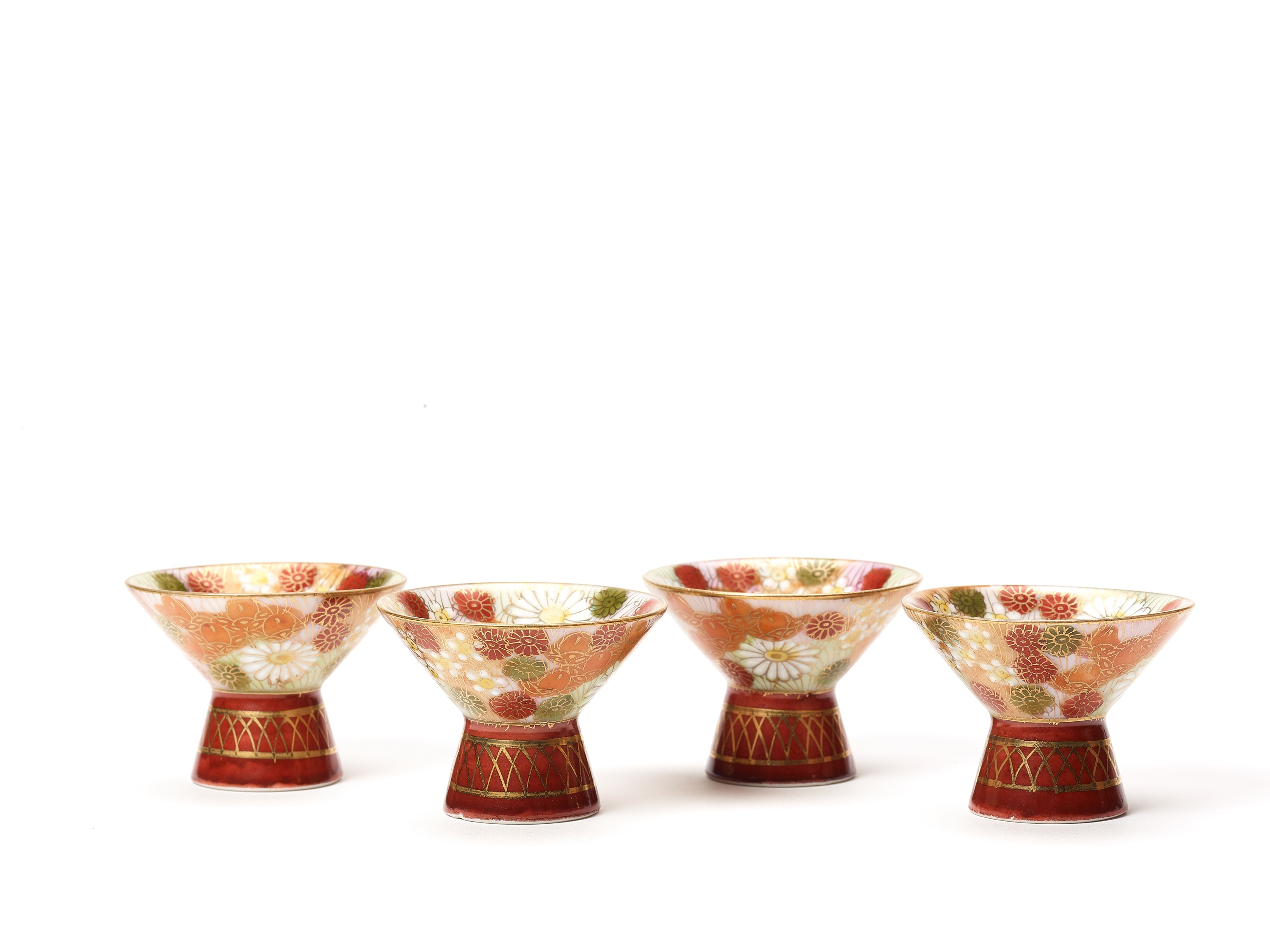 TWO SMALL VASES, SIGNED SHUSAN, AND FOUR SAKE CUPS WITH FLORAL DECORATIONS - Image 4 of 8