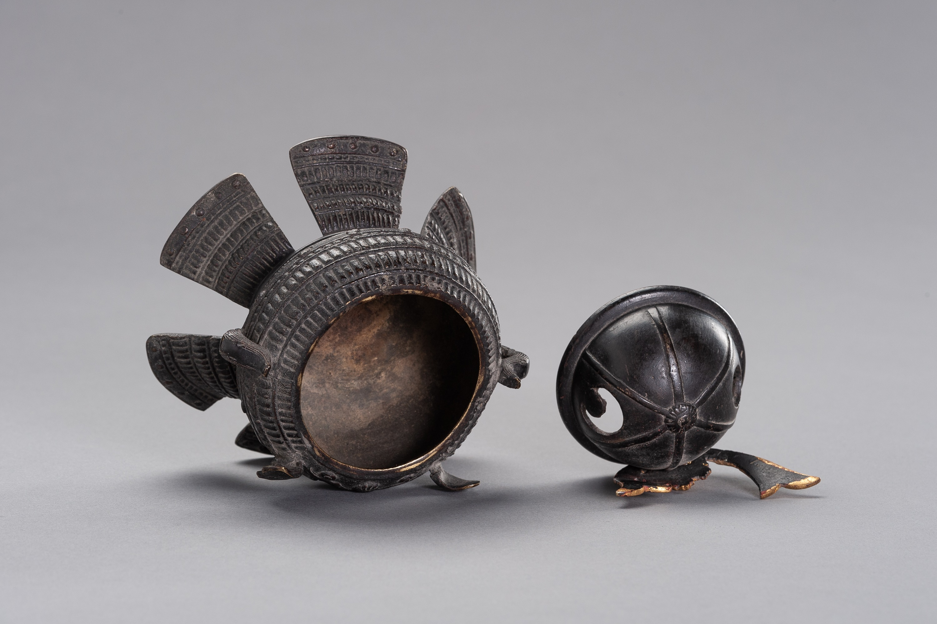 A KORO IN A SHAPE OF KABUTO - Image 10 of 11